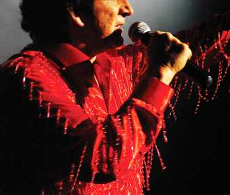 Richard Barry as Neil Diamond (1) (1)